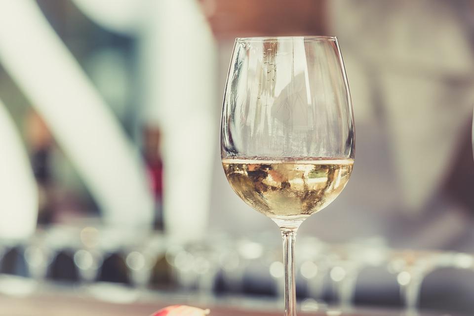 ¿Cuáles son las marcas de vino consideradas como más potentes por los consumidores?