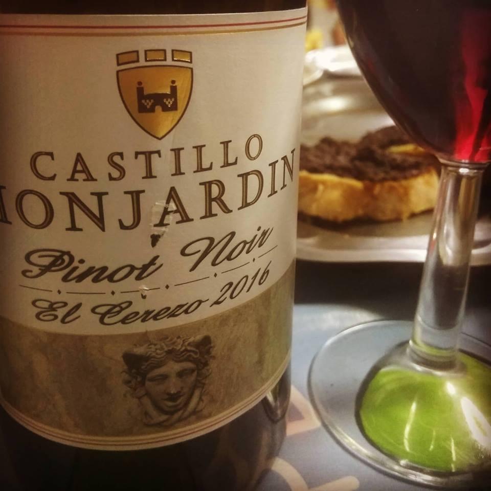 Castillo Monjardín Pinot Noir El Cerezo 2016